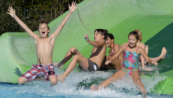 Hippe onderbroek vervuilt water van zwembaden
